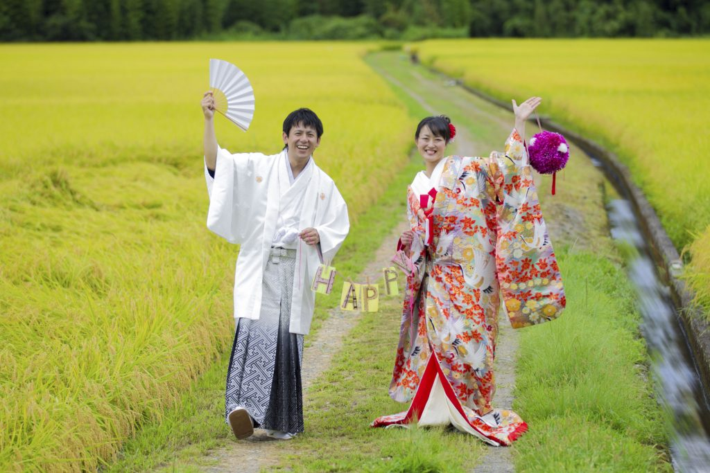 田園風景で結婚写真